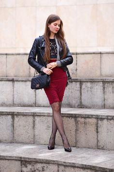 ...help! I have nothing to wear! - kobiecy blog o modzie: Ramoneska, ołówkowa bordowa spódniczka, czarne rajstopy kabaretki i szpilki waysify