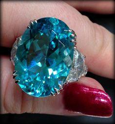 Diamond Rings : Paraiba tourmaline and diamond ring by JB Star. Via Diamonds in the Library. - Buy Me Diamond Gems Jewelry, I Love Jewelry, Diamond Jewelry, Gemstone Jewelry, Jewelry Accessories, Fine Jewelry, Jewellery Box, Diamond Rings, Jewlery