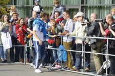 Thomas Müller at the fans.