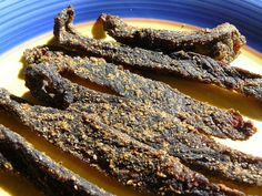 Step by step guide to make biltong - A free biltong recipe Biltong - A cured meat that originated from South Africa and often compared to the American jerky.Biltong is becoming increasingly popular by the day. Not only in South Africa, but also to. South African Dishes, South African Recipes, Africa Recipes, Vegan Jerky, Beef Jerky, Fish Jerky, Venison, Jerky Recipes, Vegan Recipes