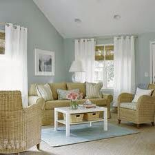 Blue Living Room Decor - What are good living room color combinations? Blue Living Room Decor - What color curtains go with dark blue couch? Coastal Living Rooms, Living Room Paint, My Living Room, Home And Living, Living Room Decor, Small Living, Cottage Living, Cottage Style, Country Living
