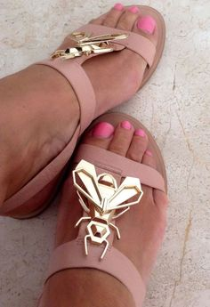ZARA Woman BNWT Nude Pink Leather Flats Sandals Gold Bee Detail Original 5586301 in Clothes, Shoes & Accessories, Women's Shoes, Sandals & Beach Shoes | eBay