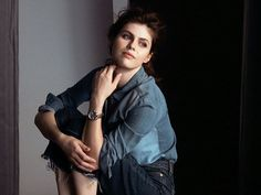 Alexandra Daddario Is the New Face of Movado – See Her Stylish New Campaign Ad Here! Alexandra Daddario, Percy Jackson Cast, Logan Lerman, Child Actors, New Face, Hollywood Actresses, Cool Watches, Sexy Outfits, Stylish