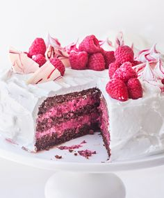 Beautiful and delicious summer berry dessert recipes Realistic Cakes, Delicious Desserts, Yummy Food, Just Eat It, Sweet Pastries, Seasonal Food, Desert Recipes, Let Them Eat Cake, Chocolate