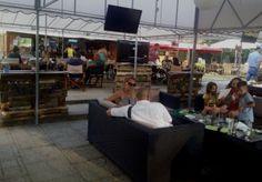 Zenés beülős szabadtéri vendéglátó és szórakozó hely Szeged