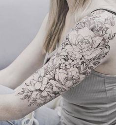 Beautiful floral upper arm piece by Tritoan Ly