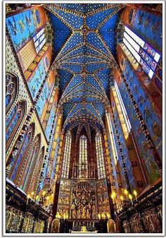 The interior color of one of the most beautiful churches of Krakow, the Basilica of the Virgin Maris, Poland. Photo from Viajando com Arte
