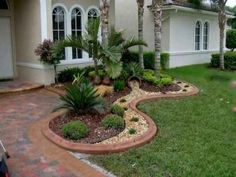 Front Yard Garden Design 90 Simple and Beautiful Front Yard Landscaping Ideas on A Budget - 90 Simple and Beautiful Front Yard Landscaping Ideas on A Budget Florida Landscaping, Landscaping With Rocks, Front Yard Landscaping, Landscaping Design, Mulch Landscaping, Simple Landscaping Ideas, Townhouse Landscaping, Palm Trees Landscaping, Country Landscaping
