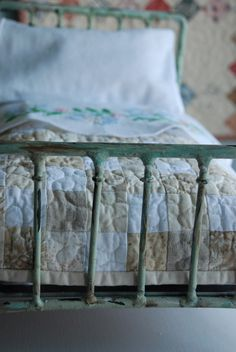 Beautiful neutrals Old Fashioned Blythe Quilt. $55.00, via Etsy.
