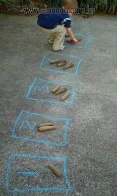 Easy and fun outdoor number activities for kids - explore numerals, counting, and one-to-one correspondence easily while enjoying the weather Maths Eyfs, Preschool Learning, Early Learning, Learning Activities, Numeracy, Counting Activities Eyfs, Teaching Kindergarten, Early Years Maths, Early Math