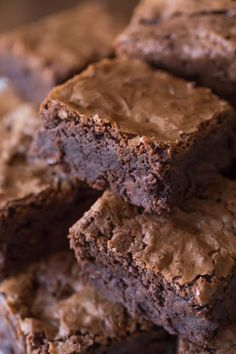 Extra Thick Homemade Brownies - Let's convince you that homemade brownies are better than boxed! Extra Thick Homemade Brownies - Let's convince you that homemade brownies are better than boxed! Best Fudge Recipe, Brownie Recipes, Cake Recipes, Dessert Recipes, Fudgy Brownie Recipe, Star Recipe, Chewy Brownies, Best Brownies, Cocoa Brownies
