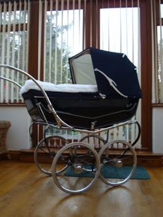 Pram Extravaganzas - Classical Baby Prams ......United Kingdom Pram Stroller, Baby Strollers, Silver Cross Prams, Vintage Crib, Prams And Pushchairs, Baby Buggy, Dolls Prams, Baby Prams, Baby Carriage