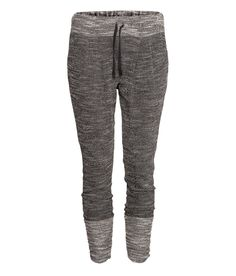 H & M Sweatpants (not bad for sweatpants) . this look comfy! Kids Fashion, Autumn Fashion, Womens Fashion, Style Fashion, Comfy Pants, Everyday Fashion, Passion For Fashion, Fashion Online, What To Wear