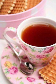 chintz tea cup and saucer (looks plastic or melamine) Tea Cup Saucer, Tea Cups, Chocolate Cafe, My Cup Of Tea, Tea Recipes, Coffee Break, Coffee Time, Vintage Tea, High Tea