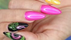 Young Nails' Greg Salo using a Sharpie stamping technique to create a neon mandala effect with neon nails. Neon Nail Art, Neon Nails, Acrylic Nail Art, 3d Nail Art, 3d Nails, Art 3d, Beauty Makeup Tips, Beauty Products, Nail Tips