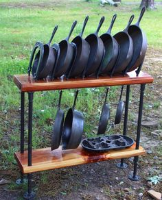 Cast Iron Skillet Cookware Display Stand Table Holder Steel Cedar Horsheshoes #Handmade