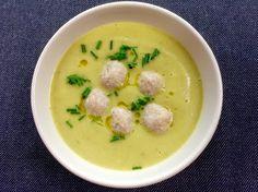 Úžasná, kořeněná a krémová květáková polévka s jemnými sýrovými knedlíčky. Chuť a vůně vás na chvíli přenese do Orientu.