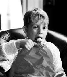 Macaulay Culkin as Kevin McCallister, Home Alone Home Alone 1990, Home Alone Movie, Kevin Home Alone, Movies Showing, Movies And Tv Shows, Kevin Mccallister, Macaulay Culkin, Merry Christmas Ya Filthy Animal, Actrices Hollywood