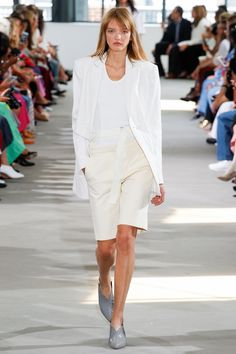 Tibi Spring 2018 Ready-to-Wear Fashion Show Collection: See the complete Tibi Spring 2018 Ready-to-Wear collection. Look 38 Short Outfits, Chic Outfits, Trendy Outfits, Fashion 2017, Street Fashion, Fashion Weeks, Spring Summer Fashion, Autumn Fashion, Monochrome Fashion