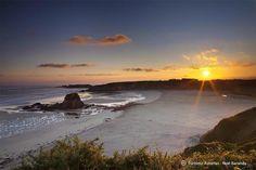 Buenas noches desde la playa de Peñarronda en Castropol, una de las #playas más bonitas de Asturias @TurismoAsturias