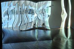 """Reflejo de """"El Carro de Apolo"""" David Escalona. Exposición """"Para qué quiero pies"""" en el Palmeral de las Sorpresas/Espacio Iniciarte  #Málaga #ArteContemporáneo #ContemporaryArt #Art #ArteEspañol #Arte #Arterecord 2015 https://twitter.com/arterecord"""