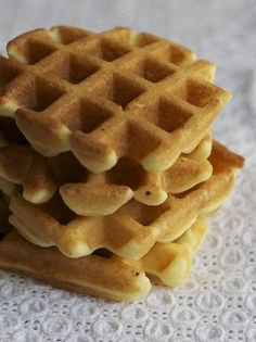 GLUTEN FREE BUTTERMILK WAFFLES via UrbanBaker.com #breakfast #brunch #glutenfree