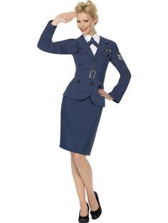 40-luvun lentokapteenitar. Lentokapteenittaren 40-luvun tyyliä henkivä naamiaisasu on tyylikäs valinta ja ihailevat katseet varmasti kääntyvät tämän univormun puoleen. Lentokapteeni on arvonimi, joka voidaan myöntää ansioituneille ilmailun parissa työskenteleville tai ansioituneille ilmailun harrastajille, joten tässä naamiaisasussa olet naisena todellinen harvinaisuus.