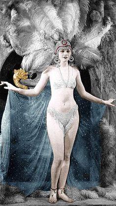 Lilyan Tashman, Ziegfeld Follies publicity photo circa 1916/1917.