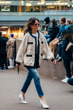 London Fashion Week Street Style Is Here to Bring You Nonstop Outfit Inspiration London Fashion Weeks, New York Fashion, Paris Fashion, Autumn Fashion, Fashion Spring, Fashion Photo, Chanel Street Style, Stockholm Street Style, Paris Street