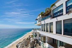 (Image-TripAdvisor Vacation Rentals) Spectacular Cliffside Villas: Villa Turquesa, Mexico-Marvel at 15,000 square feet of indoor elegance and another 10,000 square feet of private outdoor facilities at Villa Turquesa. The beautiful villa brings a real sense of luxury to the cliffs of Cabo San Lucas on the Mexican coast.
