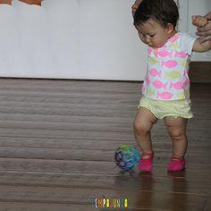 Dicas para incentivar o bebê a andar - incentive o uso do pé