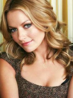 """Becki Newton is a sweet American actress and model. She best known for her roles as Amanda Tanen on the television series """"Ugly Betty"""" and Quinn on """"How I Met Your Mother""""."""