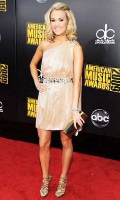 Carrie Underwood she is my idol! Pretty People, Beautiful People, Looks Chic, Country Girls, Country Music, Country Singers, Carrie Underwood, Stunning Dresses, Celebs
