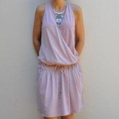 Vestido corto cruzado