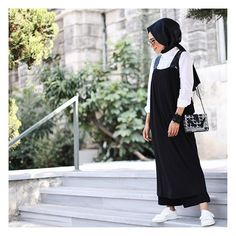 Rahatım, rahatsın, rahat... #berelax sağolsun @baqaofficial giydiğim en rahat en muhteşem elbiselerden ❤️❣ Modern Hijab Fashion, Street Hijab Fashion, Modest Fashion, Skirt Fashion, Fashion Outfits, Casual Hijab Outfit, Hijab Chic, Moslem Fashion, Modele Hijab