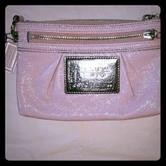 COACH POPPY WRISTLET NWOT Perfect gently used condition. I think I used it twice. Beautiful patent leather clutch/wristlet. Light pink leather /cheetah print interior. Coach Bags Mini Bags