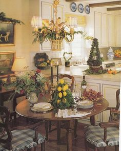 A French Country Christmas!  One of my all time favorite #Christmas kitchens... so warm, cozy, and festive. ✨✨  @traditionalhome