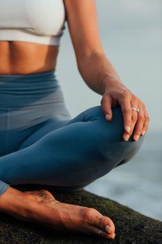 Poses Yoga Faciles, Esprit Yoga, Photo Yoga, Yoga Photos, Yoga Pictures, Estilo Fitness, Easy Yoga Poses, Yoga Posen, Fitness Photoshoot
