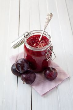 Super easy plum jam - naturally sweetened thick and delicious jam. Super easy to make, without any processed sugar or added pectin. Pure plum goodness.
