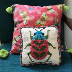 Punch Needle Beetle Pillow – Betz White – Rug making Diy Embroidery, Embroidery Patterns, Print Patterns, Yarn Needle, Needle Felting, Hook Punch, Fabric Stars, Punch Needle Patterns, Ornament Tutorial