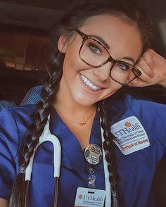 best nursing schools in the us Cute Nursing Scrubs, Nursing Clothes, Nurse Scrubs, Medical Scrubs, Nursing Goals, Nursing Degree, Foto Doctor, Nurse Pics, Nurse Aesthetic