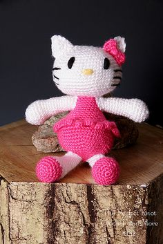 "Hello Kitty - Free Amigurumi Pattern - PDF File, Click ""download"" or ""free Ravelry download"" here: http://www.ravelry.com/patterns/library/itty-bitty-kitty-3"
