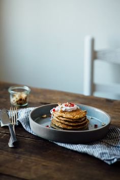 (gluten + dairy free) oat pancakes w/ pomegranate yogurt | dolly and oatmeal