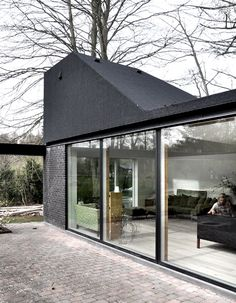 Asphalt-clad roof pods by Leth & Gori create new rooms on top of a Danish bungalow Architecture Design, Residential Architecture, Contemporary Architecture, Black Architecture, Arch House, House Roof, Mews House, Roof Extension, Building Exterior