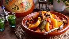 En el capítulo 5 del programa de televisiónCocina marroquí, la cocinera Najat Kaanache prepara una receta de Cuscús de Fez de 7 verduras (Couscous...