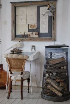 HVÍTUR LAKKRÍS....love that firewood bin and pin board on wall.