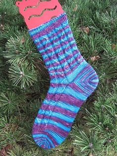 Ravelry: MonicaJ's Zig then Zag socks