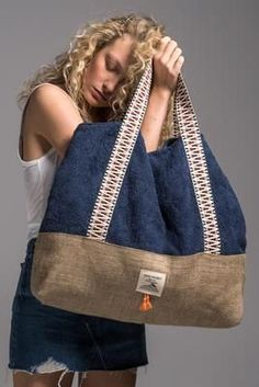sailor_beach_bag_vingeproject – Gamze Türkmen – Join the world of pinWe introduce you our brand's newest bag design, our Beach Bag. We are totaly in love with this beauty, especially with the little tassels at the frontIts an eye catcher every w My Bags, Purses And Bags, Oversized Beach Bags, Denim Bag, Fabric Bags, New Bag, Handmade Bags, Bag Making, Leather Bag