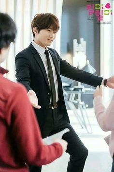Ji Sung's Popularity Skyrockets in China Even Before Kill Me Heal Me Officially Airs There Lee Bo Young, Korean Celebrities, Korean Actors, Ji Song, Korean Drama Movies, Korean Dramas, Hwang Jung Eum, Sung Lee, Best Kdrama