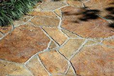 Faux flagstone patio stamped concrete Ideas for 2019 Flagstone Patio, Backyard Patio, Backyard Landscaping, Concrete Driveways, Patio Flooring, Concrete Floors, Concrete Wall, Patio Chico, Stone Walkway